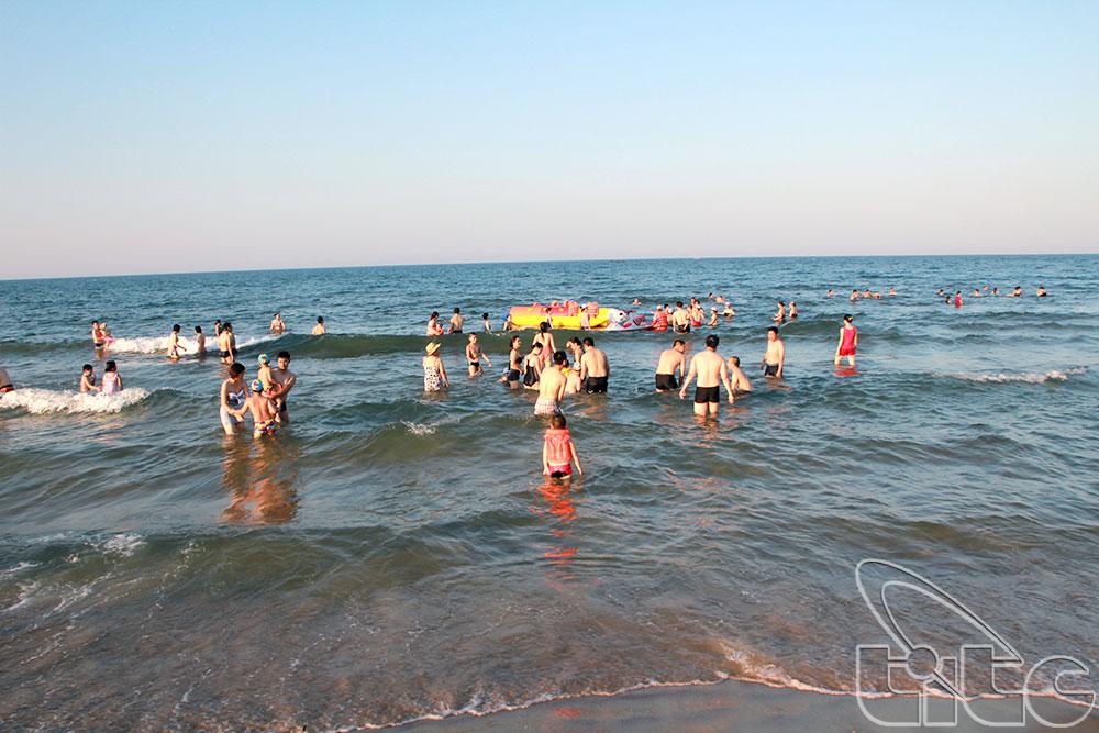 Bãi biển Nhật Lệ - Tác giả: Bùi Huy Hoàng