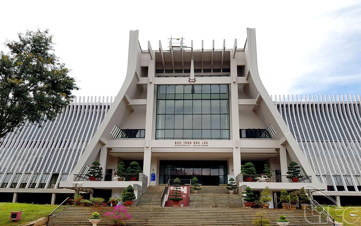 Bảo tàng văn hóa các dân tộc tỉnh Đắk Lắk tọa lạc tại số 12 Lê Duẩn, thành phố Buôn Ma Thuột.