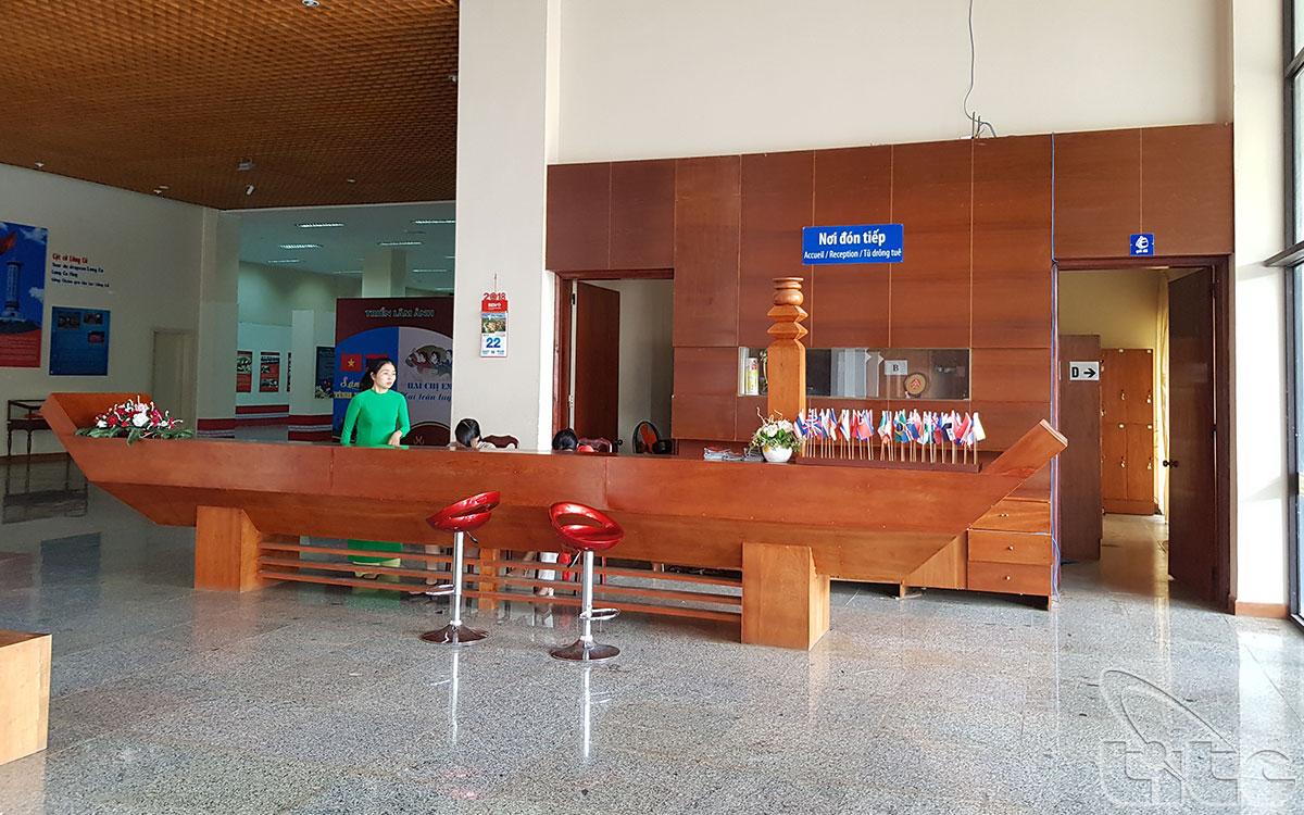 Bảo tàng xây năm 2008 theo phong cách hiện đại kết hợp với truyền thống văn hóa dân tộc Tây Nguyên được thiết kế 2 tầng có chiều dài 130m, rộng 65m, diện tích sử dụng 9.200m².