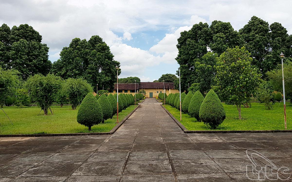 Tên gọi nhà Đày Buôn Ma Thuột một mặt bắt nguồn từ tên gọi do thực dân Pháp đặt: Pénitencier de Ban Mê Thuột, mặt khác là do tính chất, loại hình các nhà giam của thực dân Pháp.