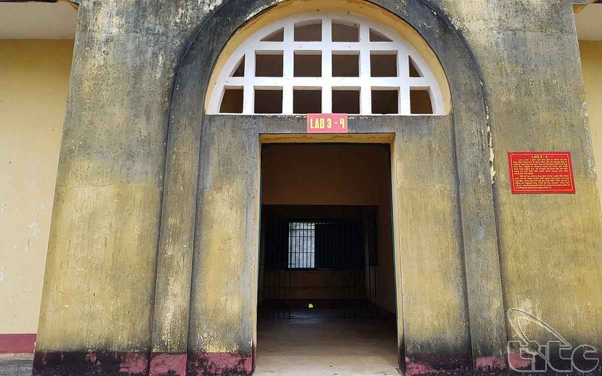 Ngoài ra, chúng còn xây dựng một số công trình khác như: nhà Nguyện, nhà Quốc thái dân an, nhà tra tấn, dãy xà lim….