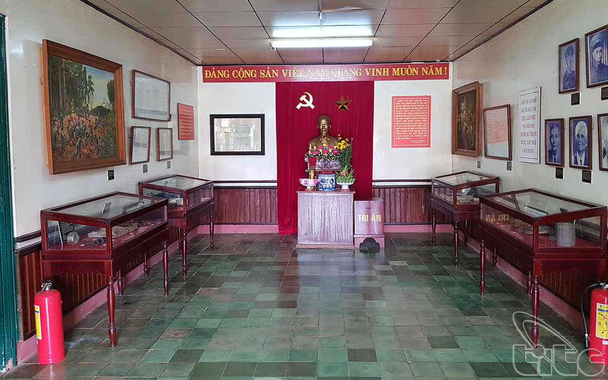 Nhà trưng bày, nơi lưu giữ những tư liệu quý giá về những hoạt động cách mạng của các tù nhân chính trị trong nhà Đày.