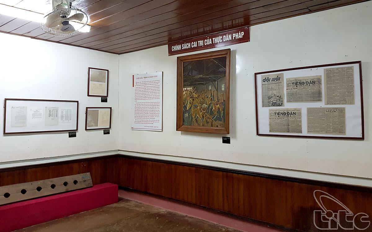 Các hiện vật trưng bày nhằm phần nào tái hiện lại một cách chân thực, sống động những năm tháng khốc liệt của các chiến sỹ cách mạng kiên trung, bất khuất.