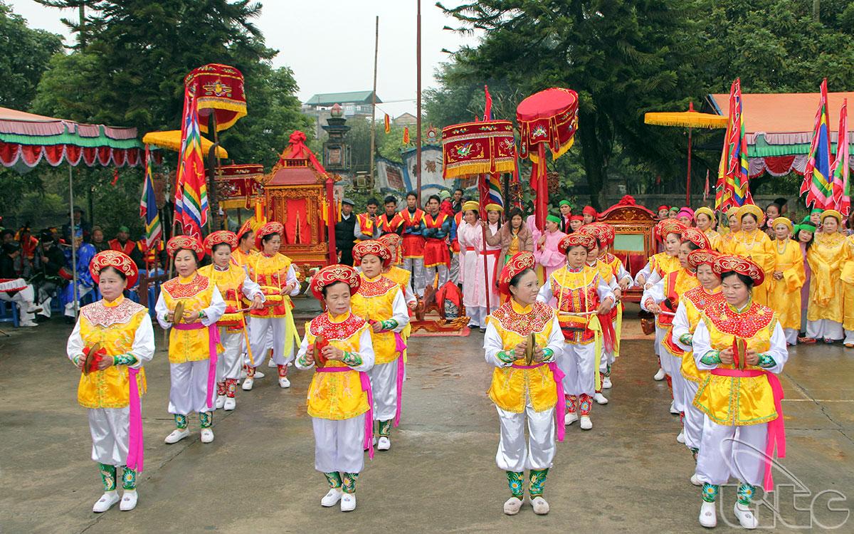 Sau đây là những hình ảnh của lễ hội Đông Dư Hạ: