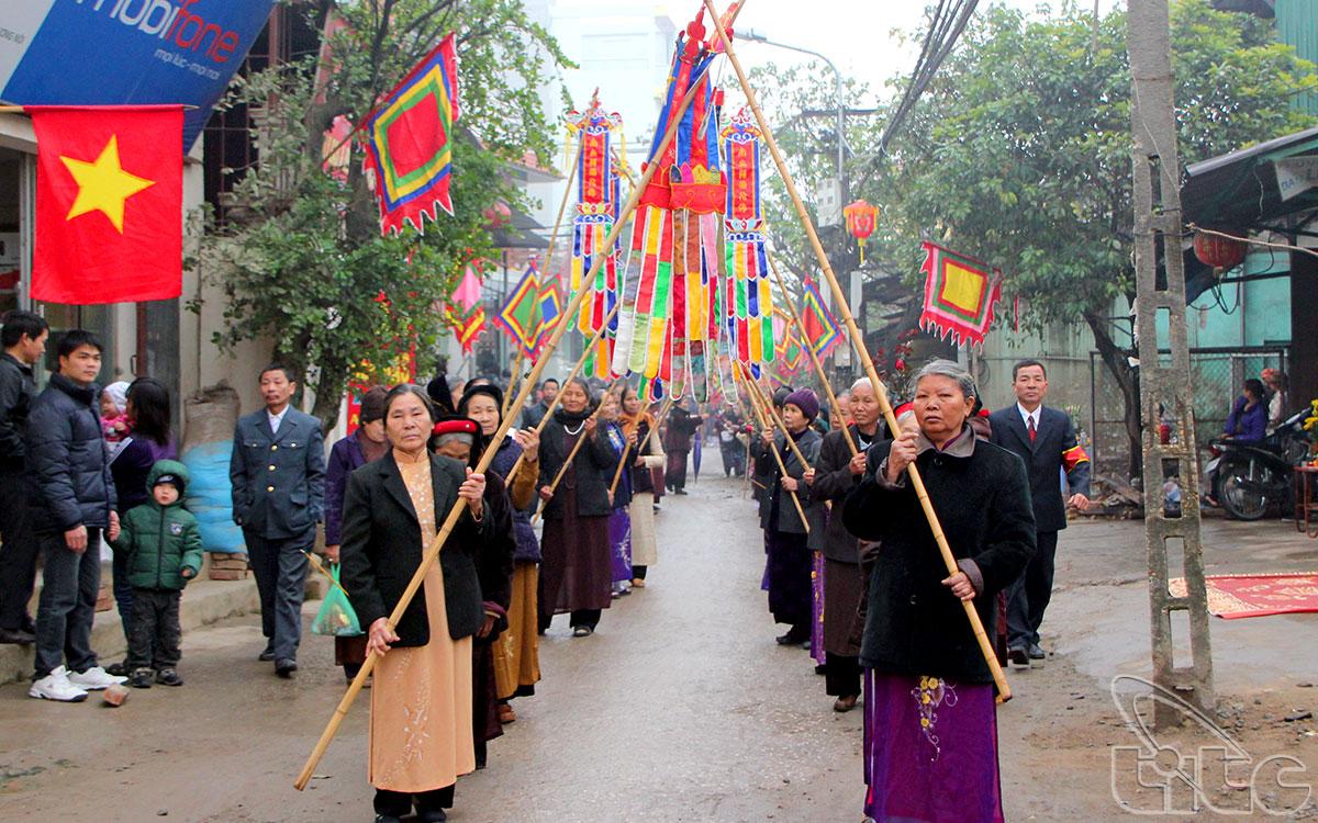 Đình La Dương thuộc làng La Dương, xã Dương Nội, huyện Hoài Đức, thành phố Hà Nội