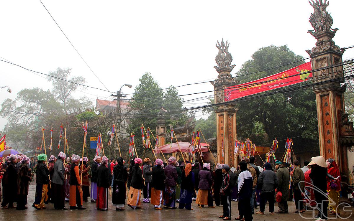 Sau đây là một số hình ảnh của lễ hội đình La Dương: