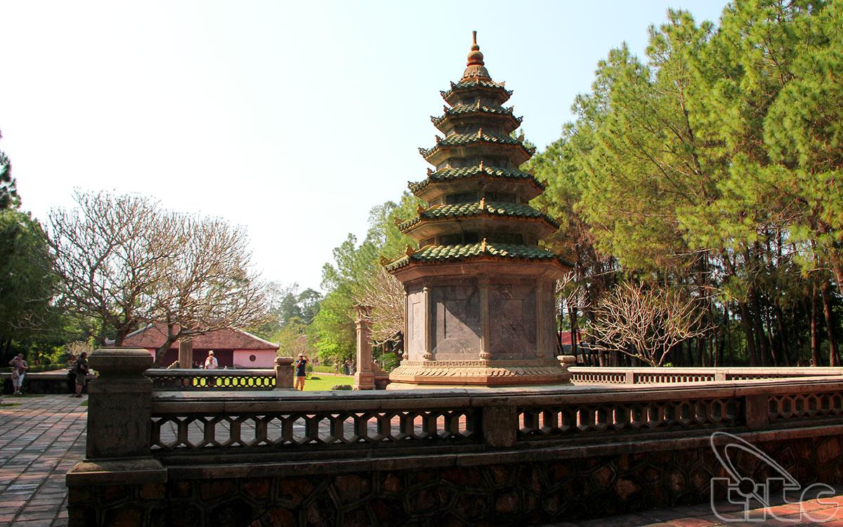 Khu vực mộ tháp của cố hòa thượng Thích Đôn Hậu
