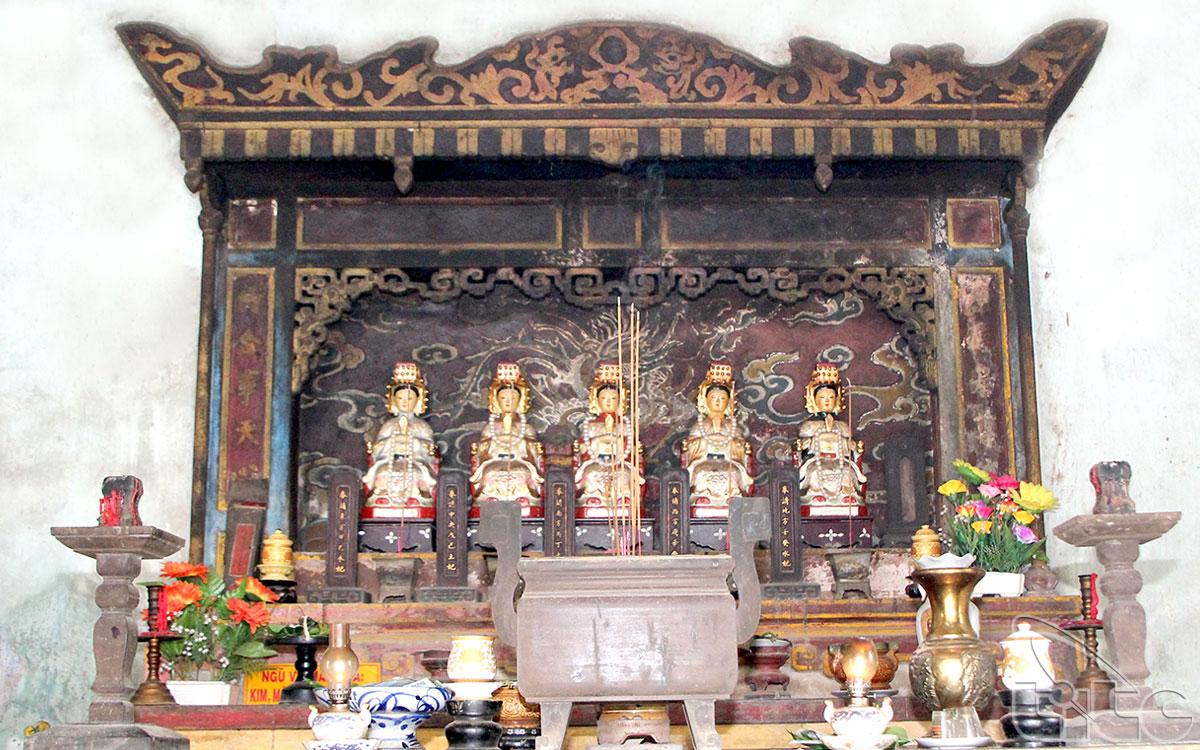 Bàn thờ Ngũ Vị Thánh Bà trong dinh thờ