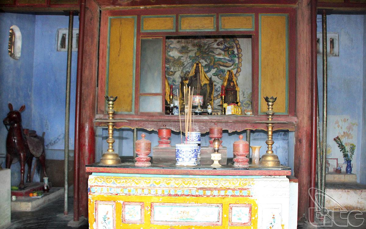 Cung thờ Thánh Mẫu tại điện Hòn Chén