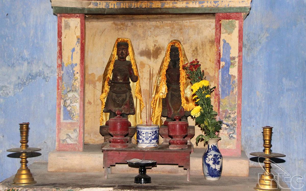 Ban thờ Quan Thần trong Dinh thờ Thánh Mẫu