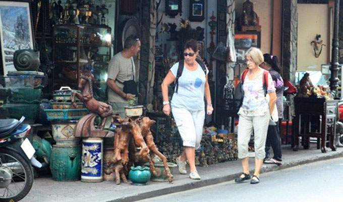Antique street attracts visitors in Ho Chi Minh City's District 1