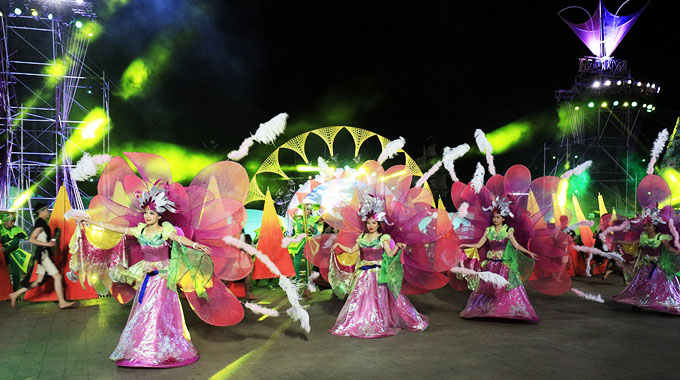 Da Lat Flower Festival kicks off with colourful parade