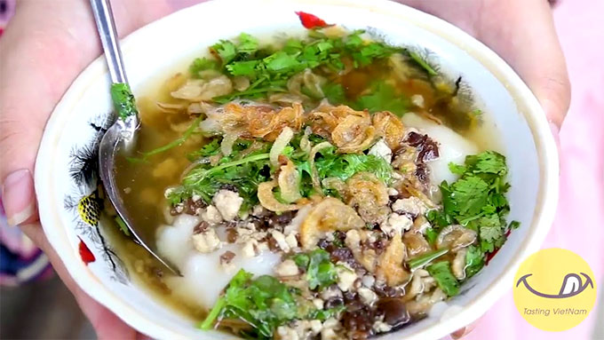 Ha Noi's awesome autumnal brunch: 'Banh duc nong'