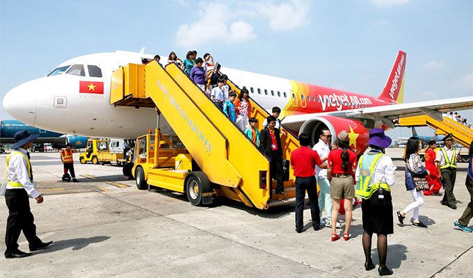 Domestic airlines open ticket sales for Tet 2019
