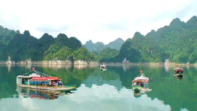 Na Hang lake: A great area to get out of the city at the weekend