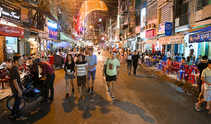 Locals and expats back Bui Vien pedestrian street expansion