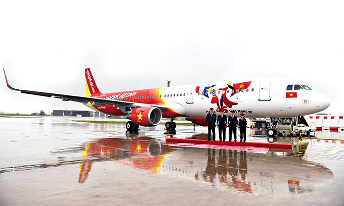 Vietjet receives aircraft bearing logo of Viet Nam - France diplomatic relations
