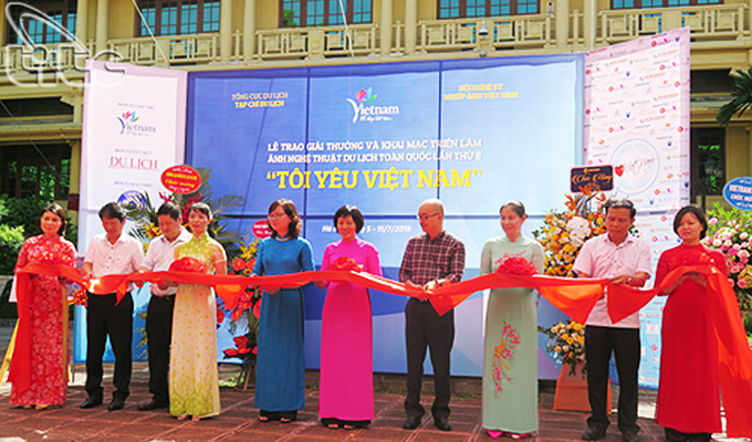 "Photo exhibition ""I love Viet Nam"" opens in Ha Noi"