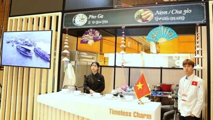"""Viet Nam shows off """"pho"""" and """"nem ran"""" at ASEAN Culinary Festival"""