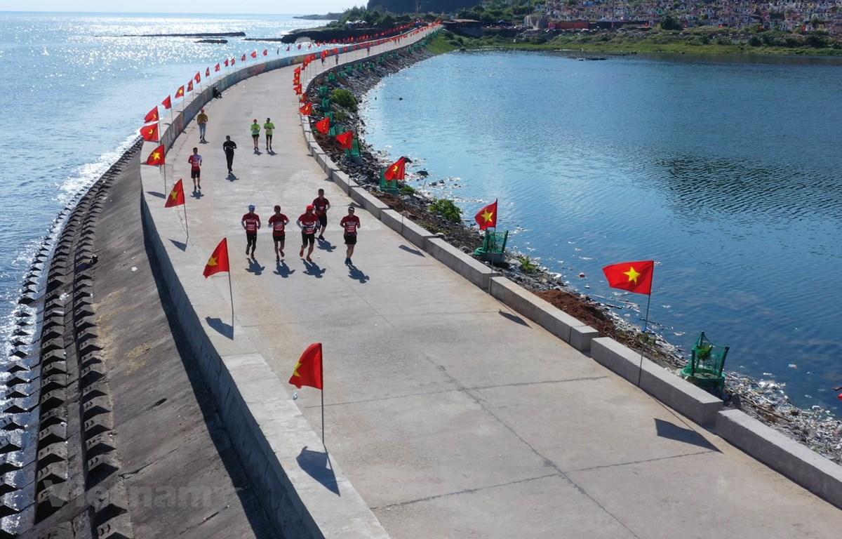 Quảng Ngãi: Mãn nhãn với cung đường Marathon tuyệt đẹp trên đảo Lý Sơn