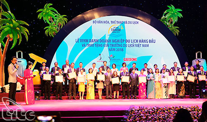 Leading tourism enterprises won Viet Nam Tourism Awards 2018