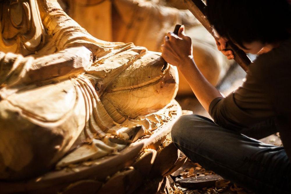 Kết quả hình ảnh cho làng nghề chuyên điêu khắc gỗ, tạc tượng Sơn Đồng